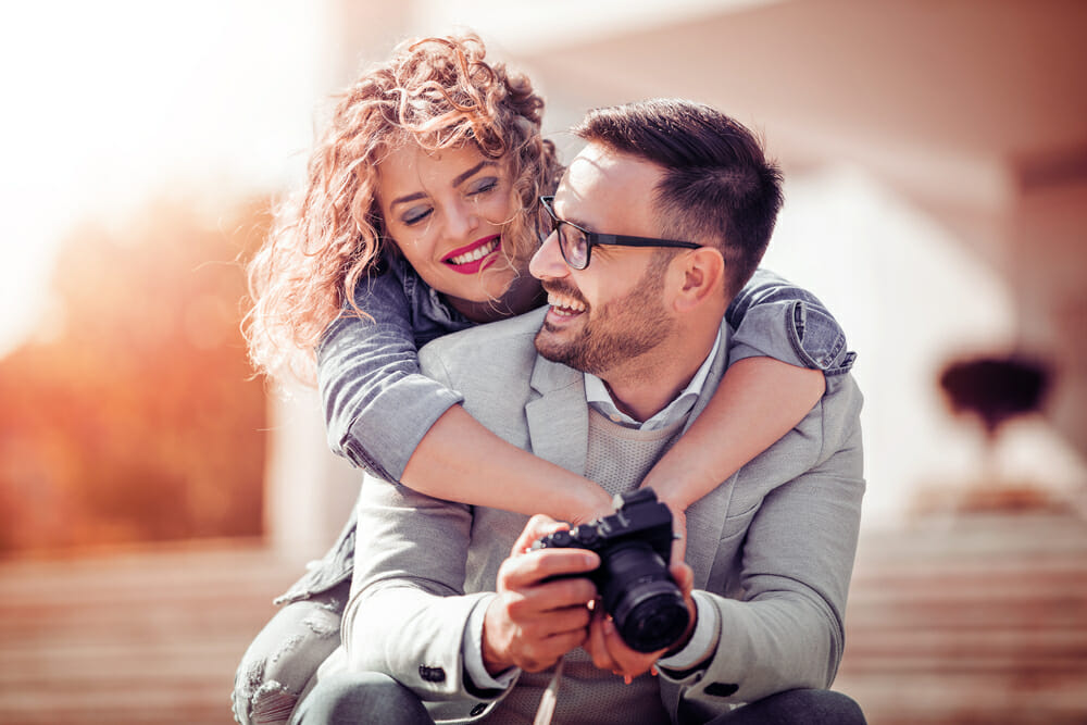 romance love passion photography taking romance photos loving lust couples kissing hugging cuddling iphotography iphoto picture camera student learners learn online taking valentinesday pictures professional photography onlinegallery elearning