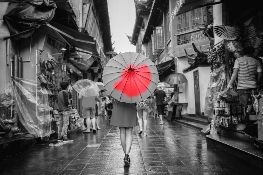 photoshop screen capture editing red umbrella brush photo editing colour splash