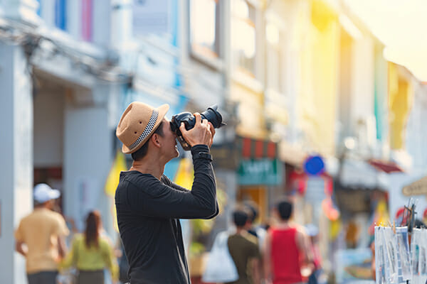 man camera street photography tips hat